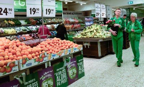 """- BLIR FEIL: Flere av Kiwis konkurrenter mener Forbrukerrådets oversikt har mangler. Bildet er fra åpningen av """"nye"""" Kiwi på Jevnaker i februar."""