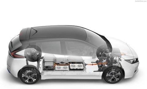 UTSATT VED KRASJ: Batteripakken ligger godt beskyttet på de aller fleste elbiler. Men i en kollisjon kan det bli skader også her.