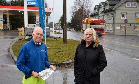 PÅRØRENDE: Svein Aalberg og Inger Lise Stenslette har ingen tro på at vedtaket vil bli gjort om, selv om politikerne har sagt at det ikke er noen skam å snu.