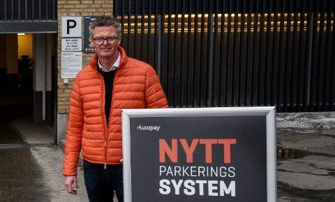 NYTT SYSTEM: Ståle Strømsodd kan vise fram et helt nytt parkeringssystem i Sentrumskvartalet - garantert uten risiko for parkeringsbot.
