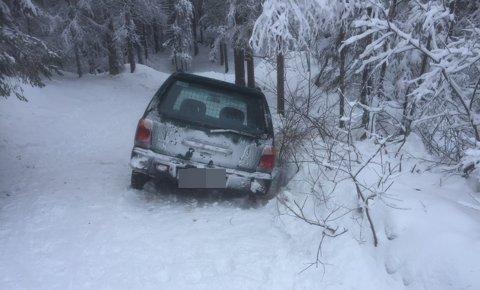 LØYPE: En rekke skigåere lurer på hva denne bilen hadde å gjøre i skiløypa.