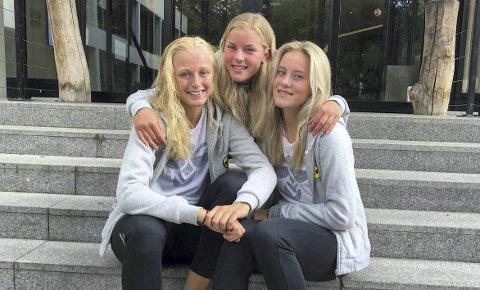 Tidlig krøkes: Mia Authen (t.v.), Nora Egenes og Mille Dalen fikk alle mye spilletid da LSK Kvinner surfet til en enkel seier mot Linfield onsdag. Foto: Emilie Woldvik