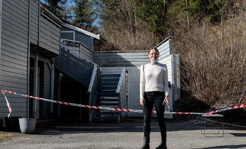 EVAKUERT: Gunhild Hugdal og familien blir møtt av sperringer hjemme nå. De vet ikke når de kan flytte tilbake.