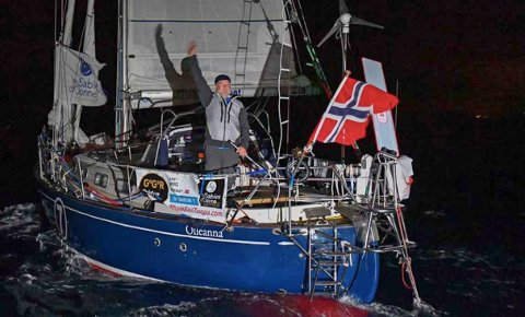"SOLOSEILER: Are Wiig i båten ""Olleanna"", som mistet masten i Sørishavet i går."