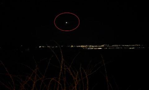 Det lysende objektet skal ha vært godt synlig over fjorden mange kvelder.