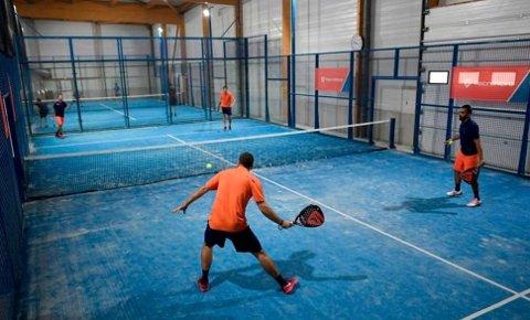 PADELTENNIS: Aktiviteten er en kombinasjon av tennis og squash. 2.000 kvadratmeter i et 13 meter høyt lager på Borgeskogen er ønsket til padeltennis for 30 personer av gangen.