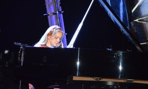 EGEN SANG: Amaly Olivia äng sin egenkomponerte sang i Hjertnes.