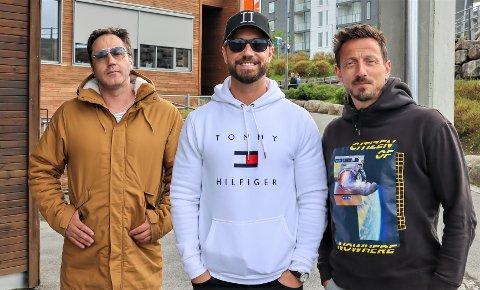 Glenn Lyse, Tommy Fredvang og Kjartan Salvesen hadde en gjesteopptreden på Buggeland skole. Nå håper Stavangerkameratene at sommeren byr på flere større konserter. (Ole Alexander Mæland var ikke tilstede på arrangementet.)