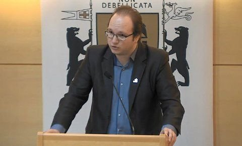 MENER SV SVIKTER: Jan Petter Bastøe, leder i Rødt Sarpsborg og omegn. Her under et bystyremøte.