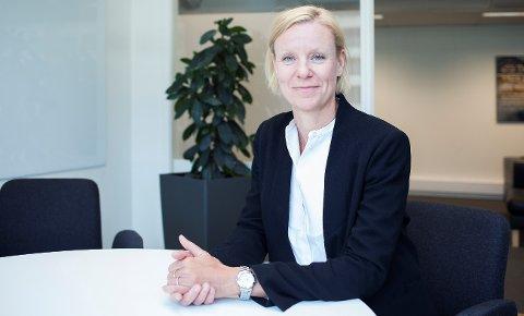 Skadesjef Annika Persson i Codan Forsikring oppfordrer folk til å fortsette med den gamle vanen å dra ut kontakter når det er tordenvær.