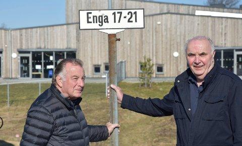 Enga er best: Roar Skjørten (t.v) og Arne Hesleskaug foretrekker å ha adresse Enga. – Men Engastubben, Engakroken og Olbergs vei går også an, sier de.