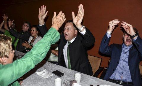 SEIERHERRE: Sp's ordførerkandidat, Saxe Frøshaug, jubler etter at hans parti fikk 31,2 prosent av stemmene.