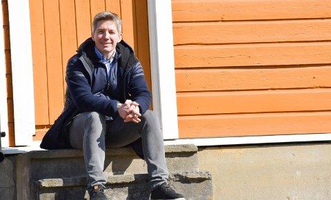 Frykter smitte: Kommuneoverlege Jan Børre Johansen (48) tror det vil gå noen uker før skoler og barnehager åpne. - Når skolene åpnes, så skal vi takle det også, sier han.