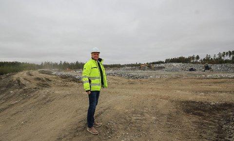 HOLTSKOGEN NÆRINGSPARK: Hans Jørgen Herje er sjef for Østfold største næringspark, og bak ham vil amerikanske Digiplex bygge ett av sine to nye datalagringssentre i Norge - et anlegg som kan gi jobb til 200 personer. Arkivfoto: Jon Gran