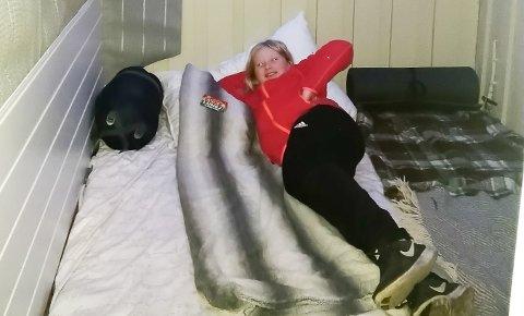 HJEMMELEIR PÅ VERANDAEN: Tone Vihovde Schia synes det er deilig å sove utedørs. Det gjør hun både i speideren, men like gjerne også hjemme.