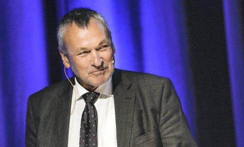 Fylkesmannen i Møre og Romsdal, Lodve Solholm, anbefaler at det ikke blir satt i gang utredning av en justering av fylkesgrensa, slik enkeltpersoner har søkt om.