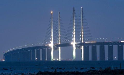 203, 5 meter høye adventslys er ingen hverdagskost, men tårnene på Öresundsbroen skal lyse ett etter ett i desembermørket fram til jul.