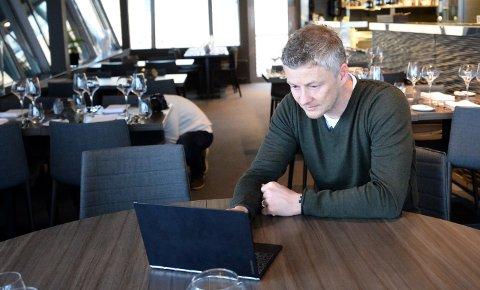 Ole Gunnar Solskjær har en travel hverdag som manager i en av verdens største klubber, men har samtidig investeringer utenom fotballen. Her er han avbildet på Bryggekanten Brasserie Restaurant og Bar i Kristiansund ved en tidligere anledning.