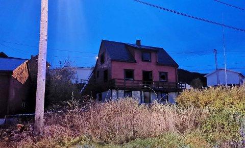 En person er funnet omkommet etter boligbrannen i Torvikbukt natt til torsdag.