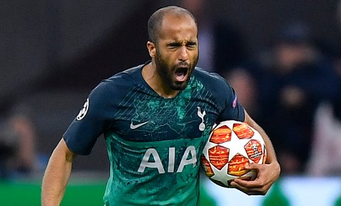 Tottenhams Lucas Moura feirer scoring i semifinalen mot Ajax i forrige sesongs Champions League.