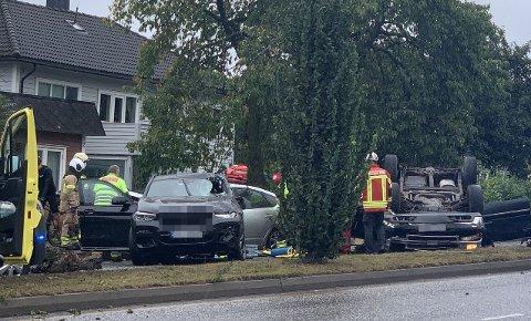 ULYKKE: Tre biler var involvert i ulykken.