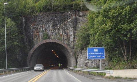 STENGES I 11 TIMER: Væretunnelen blir stengt fra mandag kveld til tirsdag morgen.