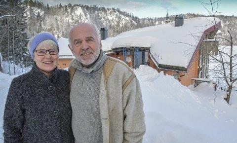 Nye Skuggestøl: Hjørdis og Erik Lindland var her for første gang sammen på bryllupsreise i 1972, men eiendommen har tilhørt Eriks familie i generasjoner. Etter brannen i 2005 trodde de stedet var tapt, men Erik ga seg ikke så lett. Nå tar paret atter Skuggestøl i bruk som hytte, etter 13 år men gjenoppbygging.Foto: Mette Urdahl