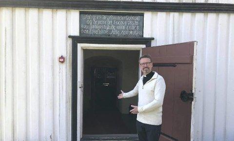 Ønsker velkommen: Bjørn Nome er prest i Tvedestrand og Dypvåg. Søndag 3. mai er Dypvåg kirke åpen.
