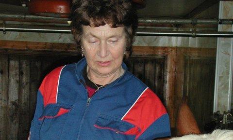 Mjølkespannet: Randi Kvålshaugen topper listen over å ha levert elitemelk lengst sammenhengende. I 34 år!