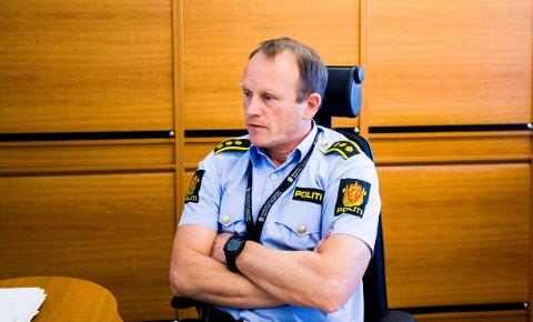 ØNSKER TIPS: Lensmann i Nittedal, Bjørn Bratteng, ønsker hjelp fra publikum etter at en kvinne i 40-årene ble truet med våpen og stripset i sitt eget hjem onsdag kveld.