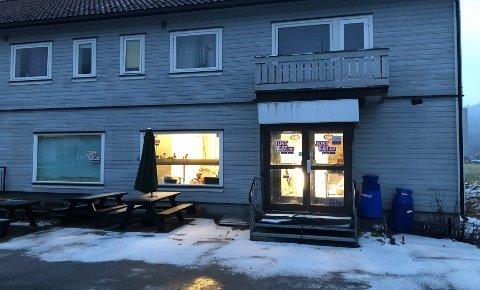 PIZZAUTPIZZAINN:Skiltet til Åneby pizza er skrudd ned og huseier gjør klar for nye leietakere i Rulseveien 1.