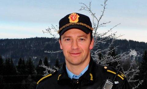 ETTERFORSKER:Politiførstebetjent Per Morten Hvattum vil gjerne ha flere meldinger fra elever på Bjertnes som er frastjålet elektronisk utstyr.