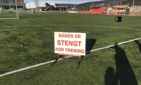 STENGT: Skiltet på sentralidrettsanlegget på Rotnes er ikke til å ta feil av.