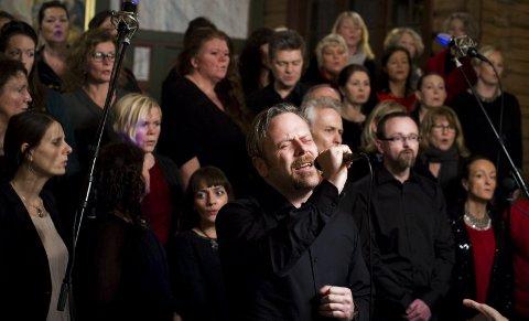Gospel: Drøbak Gospel holder sommerkonsert i Smia søndag  kl. 19. På bildet er Terje Ulvestad solist. Foto: Håvard Sæbø
