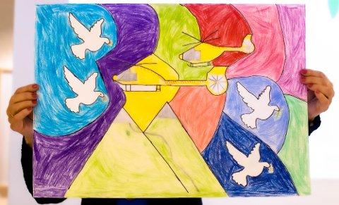 Da Sivert Ødegård Engen (12) fra Kroer skole var forhindret å  delta på prisutdelingen med sin tegning ble denne vist frem av Grete Skrede fra Lions Ås/Eika. I følge juryen har bildet en klar symbolikk. Hjelpen kommer med helikoptrene. Duene samler verden til fred. fargene symboliserer at hele verden og alle menneskene er med.hvor fargene symbiliserer at hele verden og menneskene er med.