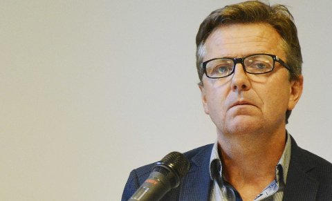 TREGT: Rådmann Trond Aslaksen erkjenner i en orientering til bystyrepolitikerne på torsdag at han burde reagert raskere da det varslede underskuddet på kommunens drift ble tydelig.