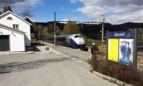 Fra slutten av neste år er det britene ruller togene sine inn på Gjerstad stasjon.