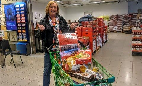 GI, GI, GI: Turid Møller oppfordrer alle som har muligheten om å gi noe i Frelsesarmeens matkruver som står utplassert i hele distriktet.