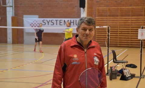 Klubbens eldste: Inge Storvik er klubbens eldste utøver, og har spilt badminton siden 1974. Han er klar på at alderen hans ikke skal være et hinder.Alle foto: truls naas