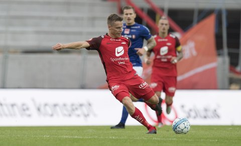 Ruben Yttergård Jenssen var ballfordeleren sentralt på Branns midtbane, og viste frem mange av de kvalitetene som Brann-supporterne har håpet på. 30-åringen ble kåret til Branns beste spiller. Foto: Arne Ristesund