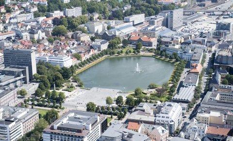 – Det vil ta tid å reparere byen, men vi har en god plan for det, svarer Rasmus Haugen Sandvik til kritikken fra Sigmund Skibenes om at Bergen mangler en tydelig plan for byutvikling. Foto: Arne Ristesund