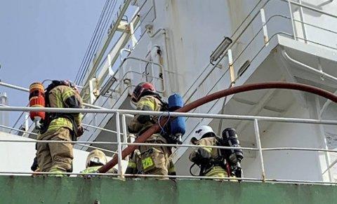 Brannvesenets RITS-gruppe var i aksjon da det brant i en oljetanker til kai ved Stureterminalen for en knapp måned siden. (Arkiv)