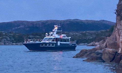 En rekke båter deltok i søket etter savnede personer i Gulafjorden fredag kveld.