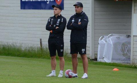 Trenerteam: Eirik Bjørnø (t.v.) og Dino Serdarevic går på en ny sesong som trenere for Randabergs a-lag, menn senior, i 4. divisjon.