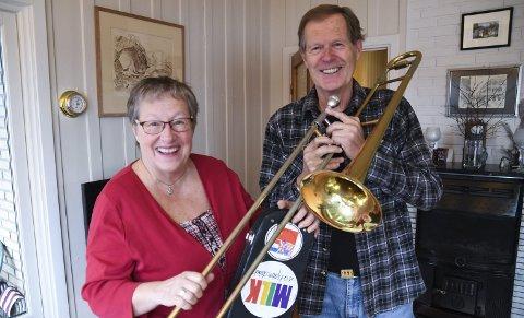 Har savnet spillingen: Tore Amundsen spiller trombone så ofte han kan og Tordis Nilsen trakterer baryton. Nå håper de Enebakk janitsjar kan gjenoppstå og gjenoppta tradisjonen med felles spilleglede og musikkglede. – Ta kontakt, vi er klare!, utbasunerer de.
