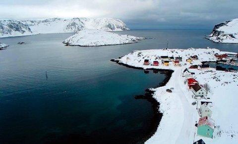 Dette området skal mudres og det skal anlegges molo for å kunne tilby fiskerne i Kamøyvær en trygg havn.