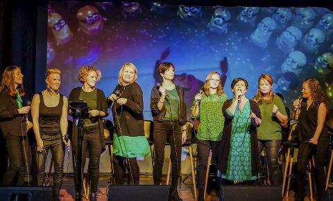 Silisium vokal: F.v. Linn T. Belset Helldal, Linn K. Sande Igland, Silje Dahle, Elisabeth Solbakken, Monica Hauge, Elise Tuul, Grete Berntzen, Hilde Hauge og Jane Elisabeth Hoel.
