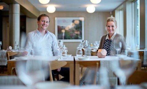 "Laila Skorge og Ken Petter Skorge Kristiansen i ""nye"" Colonialen i Kong Oscarsgate 44 - som no har fått namnet ""44""."