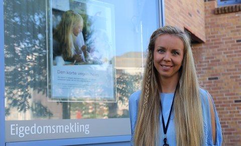 ANSVAR: Eigedomsmeklar Camilla Kaland Olset (33) i Eigedomsmekling Sogn og Fjordane har hovudansvaret for å selje dei 270 bueiningane i Skudeløken.