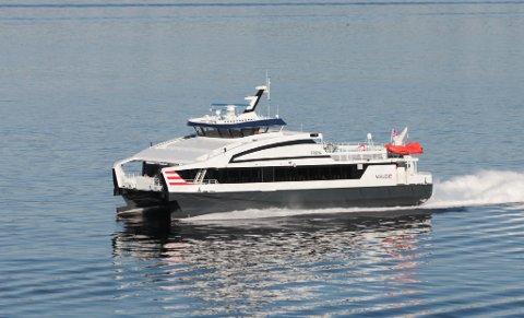 FRØYA: Norled sin «Frøya» går ekspressruta mellom Bergen og Nordfjord. Måndag 14. september køyrde båten litt for hardt inn i kaia i Askvoll.